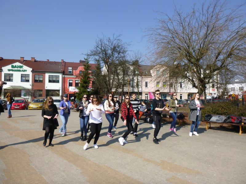 Flash mob w środku miasta