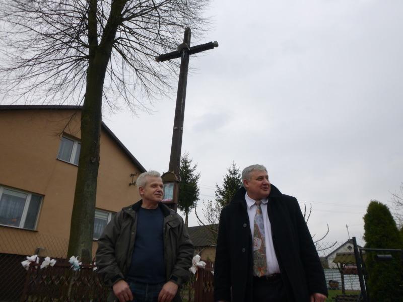Spór o stuletni krzyż