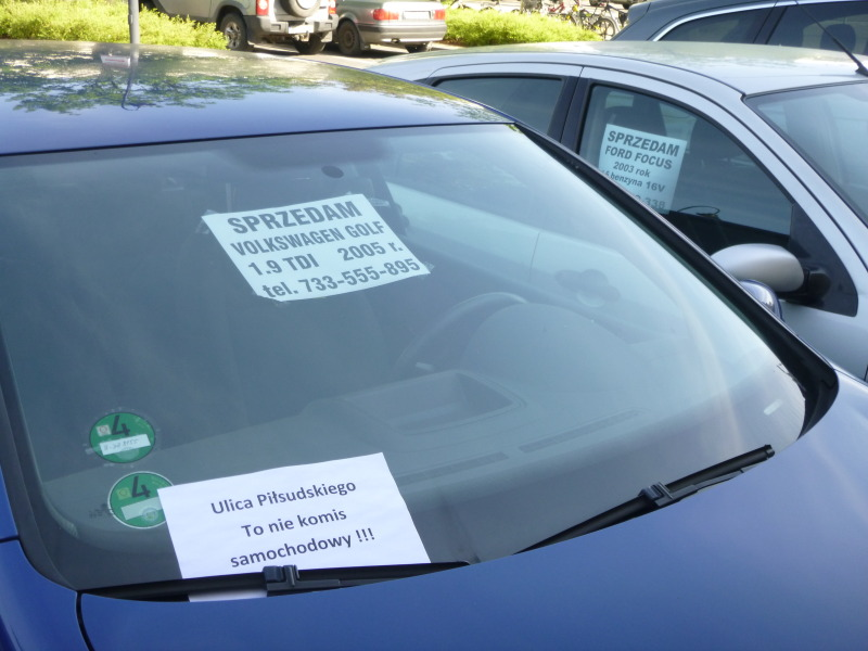 Auta na sprzedaż blokują parkingi