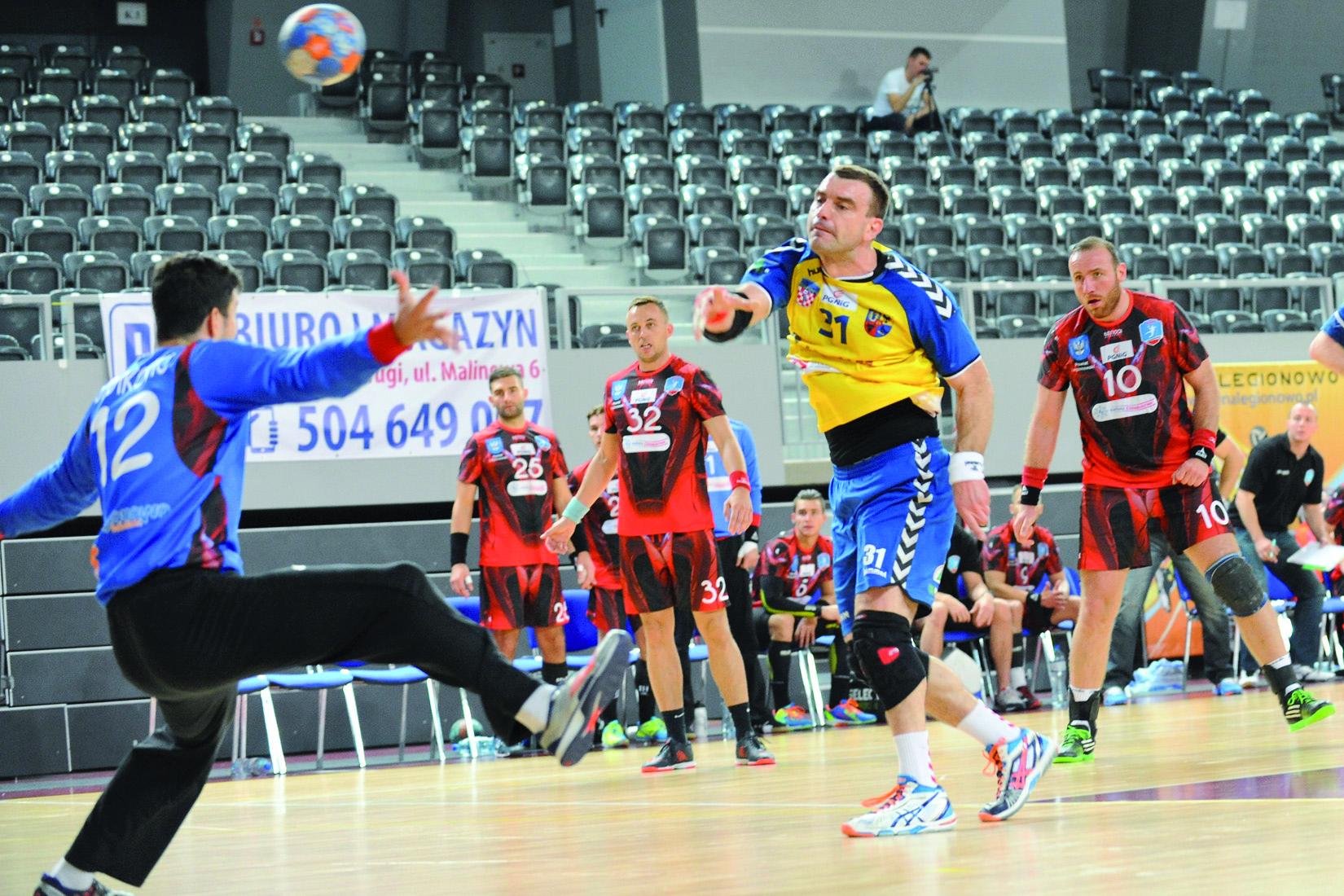 """Reprezentacyjny kołowy Bartosz Jurecki """"swoje"""" bramki w Legionowie strzelił, mimo bardzo dobrej postawie w bramce Tomisłava Stojkovicia."""