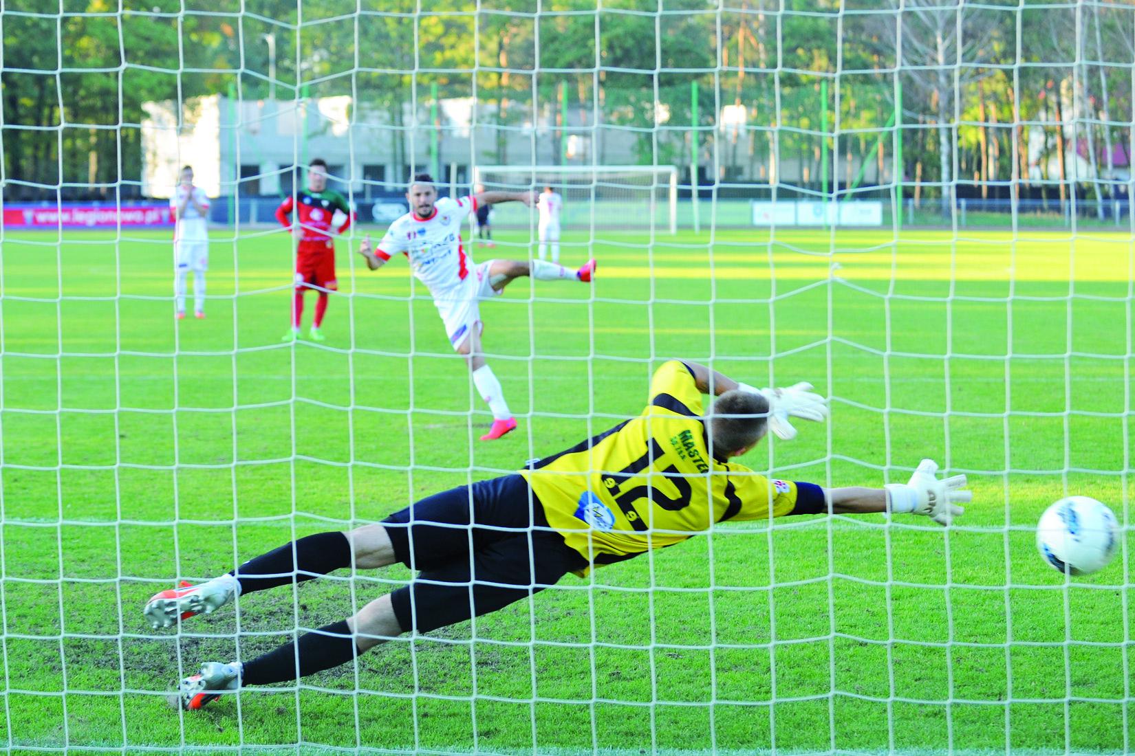 Mariusz Zawodziński wytrzymał presję zdobywając z rzutu karnego zwycięskiego gola dla Legionovii.