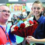 Legionowską jubilatkę, fizjoterapeutkę Kasię Kaletę kwiatami w imieniu Klubu Kibica uhonorował kibic doskonały Janusz Żbikowski.