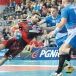 Paweł Gawęcki  kilka razy stracił równowagę w tym meczu.