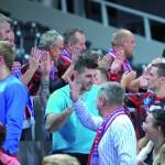 Po meczu piłkarze dziękują kibicom i vice versa...