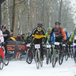 Wystartowali, blisko 400 śmiałków zimowego ścigania na rowerach. Wśród nich MP w przełajach Olga Wasiuk.