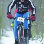 Jazda na rowerze, po śniegu, w dobrym tempie wymaga sporych umiejętności.