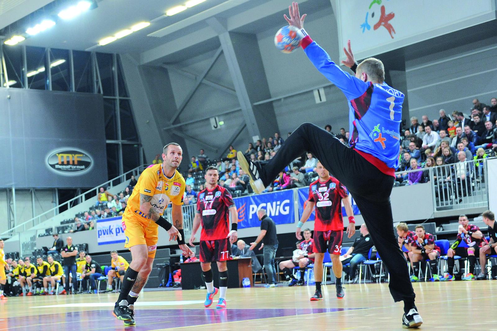 Asy Vive Tauron Kielce, jak np. Grzegorz Tkaczyk przyciągają komplety kibiców na trybuny Areny Legionowo.