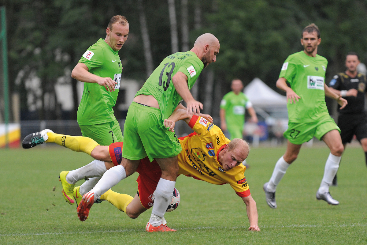 LEGIONOWO,  31.07.2016 MECZ 1. KOLEJKA II LIGA SEZON 2016/17 --- POLISH SECOND LEAGUE FOOTBALL MATCH: LEGIONOVIA LEGIONOWO - ROZWOJ KATOWICE   NZ ADAM ZAK  PRZEMYSLAW GALECKI  ARKADIUSZ CIACH  FOT. DOMINIK BUZE/FOTOPYK/NEWSPIX.PL