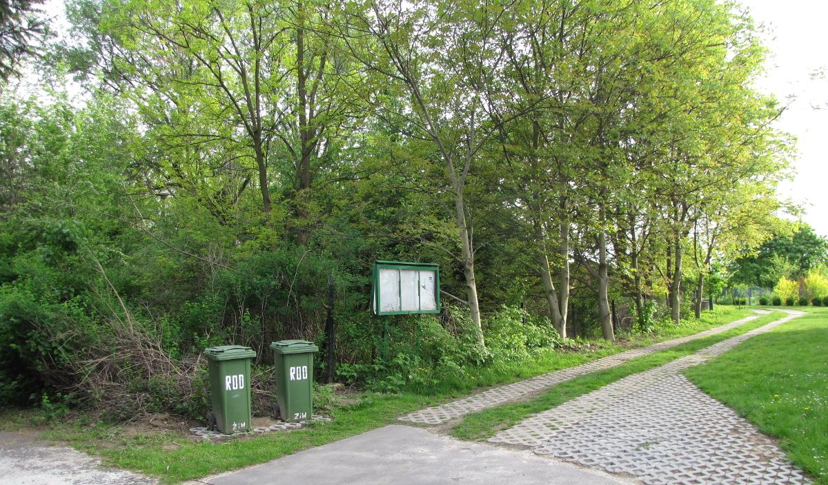 ogródek działkowy kosze na śmieci pl.wikipedia.org